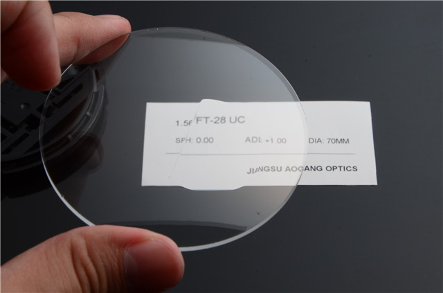 Middle-index 1.56 Flat-top Uncoated Prescription Bifocal Lenses for Presbyopes
